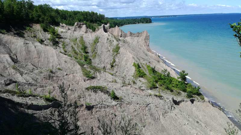 Chimney Bluffs Krasts